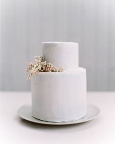 Neutral wedding colour for a minimalist wedding theme Simple Wedding Cakes for a Minimalist Wedding - minimalist wedding cake ,wedding cakes Floral Wedding Cakes, Cool Wedding Cakes, Wedding Cake Designs, Vegan Wedding Cake, Wedding Desserts, Fresh Flower Cake, Fresh Flowers, Inexpensive Wedding Flowers, Naked Cakes