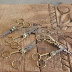 アンティーク調 小さな糸切りはさみ 真鍮製