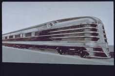 An extremely streamlined train design for the building of the Hiawatha of Milwaukee Road Streamline Art, Streamline Moderne, Diesel Locomotive, Steam Locomotive, Art Deco, Orient Express Train, Rail Train, Train Art, Time Travel Machine