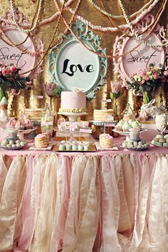 Decoración en rosa y dorado. Pink & Gold Decoration.