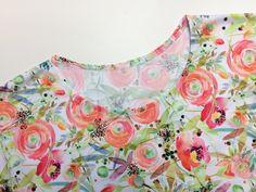 Návod jak ušít dámskou tuniku + střih ve velikostech 32 - 62 Floral Tops, Tapestry, Decor, Women, Fashion, Tunic, Hanging Tapestry, Moda, Tapestries