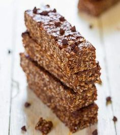 No-Bake Chocolate PB Granola Bars. No-Bake Double Chocolate Peanut Butter Granola Bars (vegan GF) - Make healthy bars that taste like candy bars in 10 minutes! Peanut Butter Rice Krispies, Granola Bars Peanut Butter, Homemade Granola Bars, Homemade Brownies, Yummy Treats, Sweet Treats, Yummy Food, Tasty, Healthy Bars