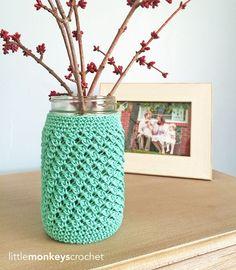 Free crochet pattern:  Mason Jar Crochet Cozy.  Quick and Easy home decor.  Crochet gift idea.