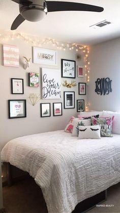 Teen Room Decor, Room Ideas Bedroom, Gold Room Decor, Tumblr Room Decor, Bedroom Photos, Cute Room Decor, Apartment Bedroom Decor, Apartment Living, Interior Livingroom