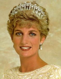 The late Lady Diana Spencer, often called ' Lady Di', married British Prince Charles and became Princess Diana of Wales. Princess Diana Family, Royal Princess, Prince And Princess, Princess Of Wales, Lady Diana Spencer, Princesa Diana, Estilo Real, Royal Jewelry, Jewellery
