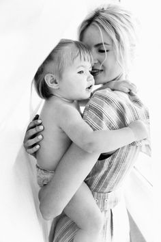 So precious - barefoot blonde amber fillerup clark Papa Baby, Mom And Baby, Mommy And Me, Baby Love, Cute Family, Family Goals, Family Kids, Baby Photos, Family Photos