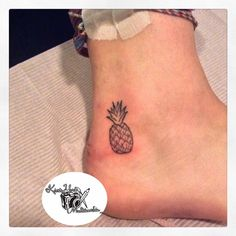 63 Amazing Pineapple Tattoo Idea For People Who Are Ticklish On The Outside These eye-catchy Pineapple Tattoo Idea can help you look more secretive and can act as a symbol of inspiration as well. Great Tattoos, Mini Tattoos, Sexy Tattoos, Unique Tattoos, Small Tattoos, Tattoos For Women, Tatoos, Ankle Tattoos, Foot Tattoos