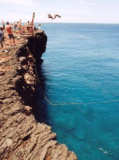 Most people don't know that Ka Lae on Hawaii's Big Island is further south than Key West, FL (Key West is southernmost point in the Continental US). Here cliff divers dive off the cliff at South Point Lookout. Check out Ricks Day Tripping Oh The Places You'll Go, Places To Visit, Hawaii Travel Guide, Hawaiian Homes, Cliff Diving, Kona Hawaii, Winter Outfits, Visit Hawaii, Vacation Memories