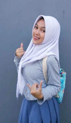 Girl in Hijab Beautiful Hijab Girl, Beautiful Muslim Women, Beautiful Asian Girls, Ootd Hijab, Hijab Chic, Girl Hijab, Hijab Bride, Wedding Hijab, Wedding Dresses