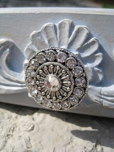 Clear crystal drawer knobs - wardrobe knobs round with clear crystals - pretty dresser knobs silver metal and clear crystals pretty silver and crystal cabinet knobs are just the thing! Door Knobs And Knockers, Knobs And Handles, Knobs And Pulls, Door Handles, Drawer Handles, Crystal Door Knobs, Glass Door Knobs, Dresser Knobs, Cabinet Knobs