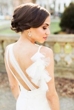 A Chicago wedding that went out with true style and glam! Take a further look at the soft, romantic details by Olivia Leigh Photographie Chic Wedding Dresses, Wedding Gowns, Best Wedding Hairstyles, Bridal Hairstyles, Mod Wedding, Trendy Wedding, Wedding Updo, Wedding Hair Inspiration, Ballroom Wedding