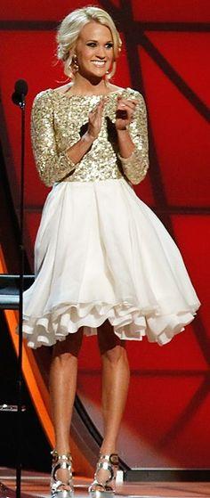 Carrie Underwood that dress!!