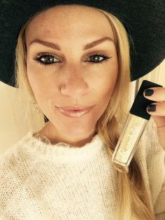 """Receive a free canvas makeup bag with EVERY TUBE of Cosmoholic purchased. Your special promocode is FREEBAGPIN  Offer is working  till December 25th. On the picture is Jen Wayne (Grand daughter of John Wayne) """"Cosmohilic lip gloss! It's one of my new favs! I love the way it looks and the packaging is so unique with the light on each lip gloss! You can have a natural glow or a rockstar red! Everyone needs them!!!!"""" xoxox"""