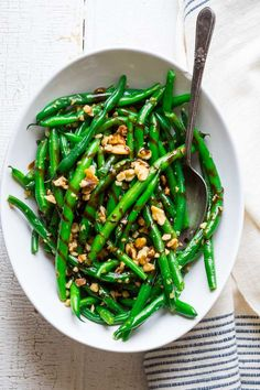 You Have Meals Poisoning More Normally Than You're Thinking That These Balsamicgreen Beans With Walnutsare One Of My Favorite Vegetable Side Dishes Of All Times Simple, Quick, Elegant And Delicious. Keto Side Dishes, Side Dish Recipes, Dinner Recipes, Balsamic Green Beans, 21 Day Fix, Thanksgiving Vegetables, Thanksgiving Appetizers, Walnut Recipes, Green Bean Recipes