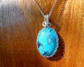 Fait main: Pendentif en Argent et Turquoise véritable. Handmade Pendant in Sterling Silver and genuine Turquoise.