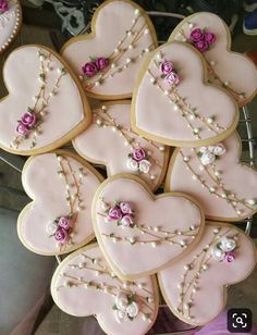 What could be better Valentines Day gift than some adorable Valentines Day Cookies? So here are some cute valentines day cookies for you. Cookies Cupcake, Fancy Cookies, Flower Cookies, Heart Cookies, Iced Cookies, Cute Cookies, Easter Cookies, Royal Icing Cookies, Cookie Favors