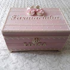 Kit higiene bebê no Elo7 | Dona Menina Ateliê (B83CC5) Kit Bebe, Decorative Boxes, Maria Clara, Baby, Valentine Crafts, Crates, Trays, Newborn Babies, Infant
