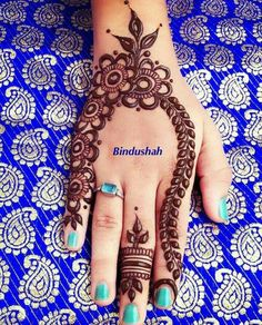 Beautiful Mehndi Design - Browse thousand of beautiful mehndi desings for your hands and feet. Here you will be find best mehndi design for every place and occastion. Quickly save your favorite Mehendi design images and pictures on the HappyShappy app. Henna Hand Designs, Eid Mehndi Designs, Henna Flower Designs, Mehndi Designs Finger, Simple Arabic Mehndi Designs, Mehndi Designs For Beginners, Mehndi Designs For Girls, Mehndi Designs For Fingers, Beautiful Mehndi Design