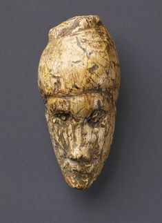 Woman yrs carved of mammoth ivory.As big as a thumb. The conceptual art of the Ice Age: British Museum to compare the ancient and the modern in incredible new exhibition Ancient History, Art History, Art Pariétal, Art Rupestre, Lascaux, Art Ancien, Arte Tribal, Old Portraits, Art Premier