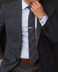 Modern Wool Tie in Dark Brown and Navy - Add more style to your Autumn look with this espresso-brown and midnight blue striped wool tie. Casual Wear For Men, Work Casual, Mens Fashion Suits, Mens Suits, Fashion Mode, Fashion Outfits, Wool Tie, Business Casual Men, Professional Attire