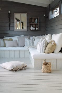 25 Cool DIY Outdoor Sofa Ideas to Enjoy Your Relax Moment Outside The House - Pinses Home & Garden Inspiration Outdoor Sofa, Outdoor Seating, Outdoor Rooms, Outdoor Living, Outdoor Furniture, Summer House Interiors, Summer House Furniture, Summer House Decor, Corner Summer House