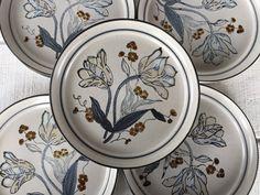 Retro stoneware dinner plates -Noritake Winterrose Japan, vintage Noritake speckled dishes floral pattern brown and blue, retro dinnerware