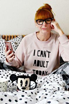 DIY-Tutorial - wie man einen coolen Statement Sweater mit Freezer-Papier  schabloniert bacab3d2b
