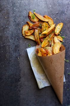Herbed Bistro Fries - Stamp the paper cone and it is an advertisement for your mobile food truck! I Love Food, Good Food, Yummy Food, Awesome Food, Vegan Recipes, Cooking Recipes, Delicious Recipes, Food Styling, Styling Tips