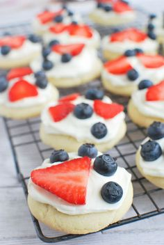 These Red, White, and Blue Mini Fruit Pizzas are perfect for your 4th of July celebration!