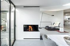 Interieur met hout gestookte hoekhaard van Boley #hoekhaard #haard