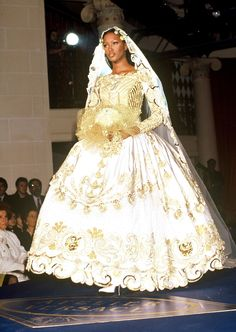 Versace HC s/s 1992   Bridal Gown   Naomi Campbell