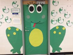 Frog classroom door- so adorable! gotta do this! Frog Theme Classroom, Classroom Door, School Classroom, Classroom Organization, Classroom Ideas, Preschool Decor, Preschool Bulletin, Preschool Learning Activities, Kindergarten Rubrics