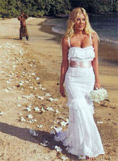 Tori Spelling Dolce and Gabbana dress  #Wedding #beach