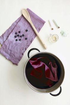 Natural Dye Fabric, Textile Dyeing, Shibori Tie Dye, Textiles, How To Dye Fabric, Tye Dye, Fabric Crafts, Printing On Fabric, Floral Prints
