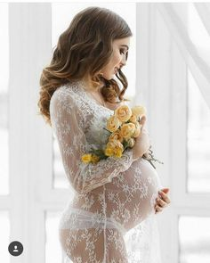 Maternity Gown - Lace Maxi Dress - Fotoideen - Pregnant Tips Maternity Photography Poses, Maternity Poses, Maternity Portraits, Maternity Pictures, Maternity Fashion, Pregnancy Photos, Maternity Dresses, Maternity Photoshoot Dress, Studio Maternity Photos
