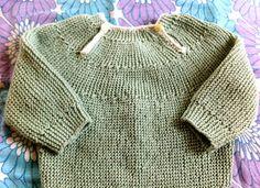 Primulavej: Vendestrikket babytrøje færdig
