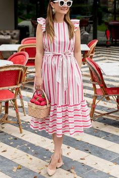Jennifer Lake Style Charade in a Kate Spade pink stripe midi dress, strawberry basket novelty bag, and white Celine sunglasses at St Cecilia Austin Frock Design, Casual Frocks, Casual Dresses, Stylish Dresses, Frock Fashion, Fashion Dresses, Mode Outfits, Dress Outfits, Frock Patterns