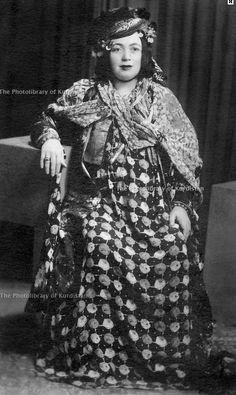 Maliha Khan, wife of Hamid beg Jaff, Halabjah 1945 (Derakhshan Hafid Archive, Kurdistan Photolibrary Org.)