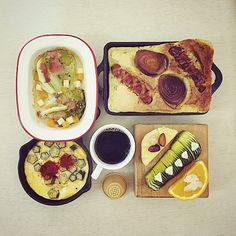 goooooooood morning it's  sunday :-D))) #morning #breakfast #yummy #goodfood #instafood #onthetable  #homemade #foodie #foodstagram #foodphoto ##top_food_of_instagram #baking #onion_hotdog_thyme_dutchbaby #bacon_cheese_whitesauce_cabbagesprout #yougrt_okra_frittata