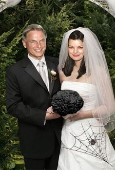 ♥ | This Photo it's my Favourite  (Mark Harmon and Pauley Perrette) Pauley in a White  Wedding Dress and Black Roses for a Bouquet and Gibbs in a Black    Tux