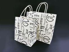 和菓子屋の紙袋には見えなかったけどおしゃれで目を引きました。