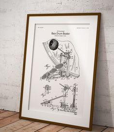 Plakat z reprodukcją patentu na pedał perkusyjny tj. legendarny Ludwig Speed King autorstwa Walter'a Hueckstead .  Patent nr US2132211A został opublikowany w 1938 roku przez Urząd Patentów i Znaków Towarowych Stanów Zjednoczonych. Speed King
