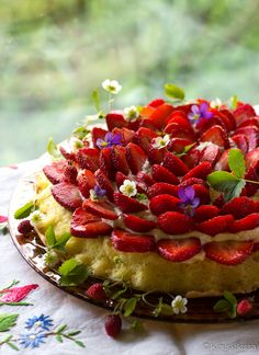Wild Strawberries, Sweet And Salty, Celebration Cakes, Eat Cake, Sweet Recipes, Strawberry, Cooking Recipes, Sweets, Baking