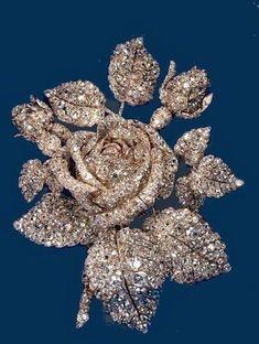 Platinum brooch encrusted with diamonds in rose motif