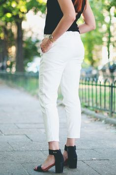 perfect white trousers 139 pln / 40 euro on www.otwieramszaf.blogspot.com White Trousers, White Jeans, Euro, Capri Pants, Fashion, Moda, White Pants, White Romper Pants, Fashion Styles