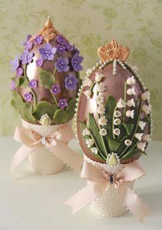 Huevos de chocolate decorados con flores