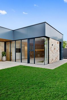 Adelaide Residence - Studio Nine Architects Architects, Garage Doors, Mansions, Studio, House Styles, Decoration, Outdoor Decor, Ideas, Home Decor