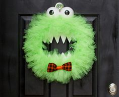 Tutorial : Boo! It's A Monster Of A Wreath