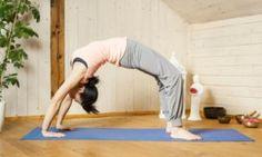 Yoga Pose of the Day – Upward Bow Pose or Full Wheel Pose (Urdhva Dhanurasana) Relieve Back Pain, How To Relieve Stress, Bow Pose, Different Types Of Yoga, Bridge Pose, Knee Up, Pranayama, Just Relax, Asana