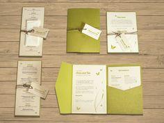 """Kartenserie """"Natural Wedding"""": Einladung, Menükarte, Trauablauf, Danksagung in Creme, Grün mit Kordel und Anhängern. Rustikal-edel, natürlich, modern. ©passion4paper www.die-edle-karte.de"""